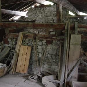 L'intérieur de la grange